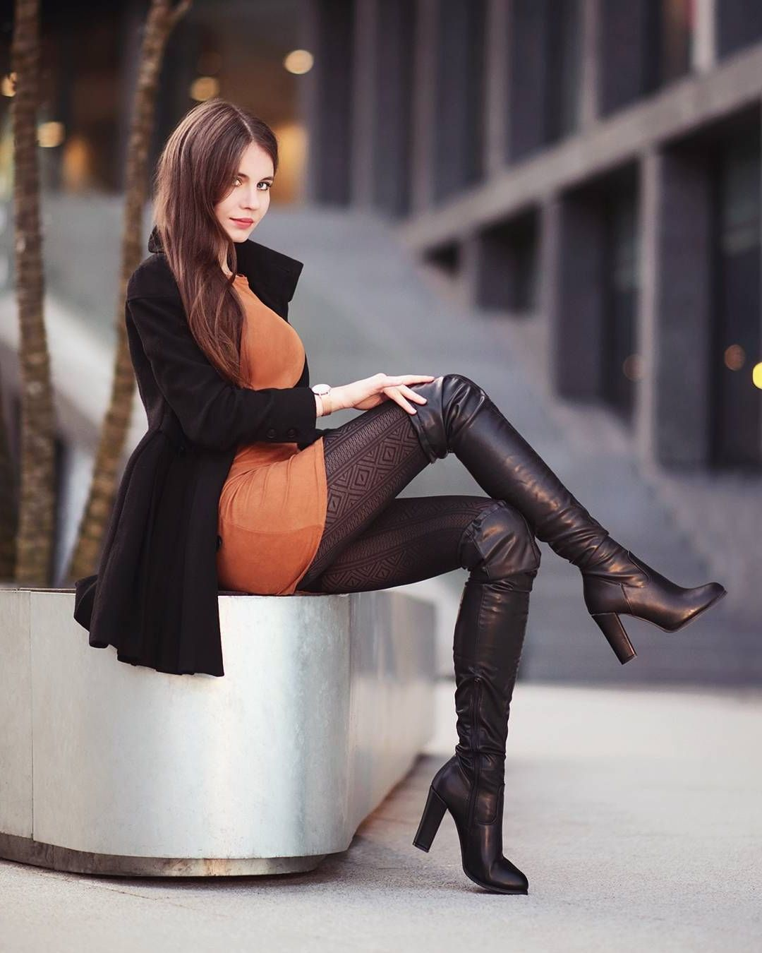 buxom-woman-wearing-boots-british-women