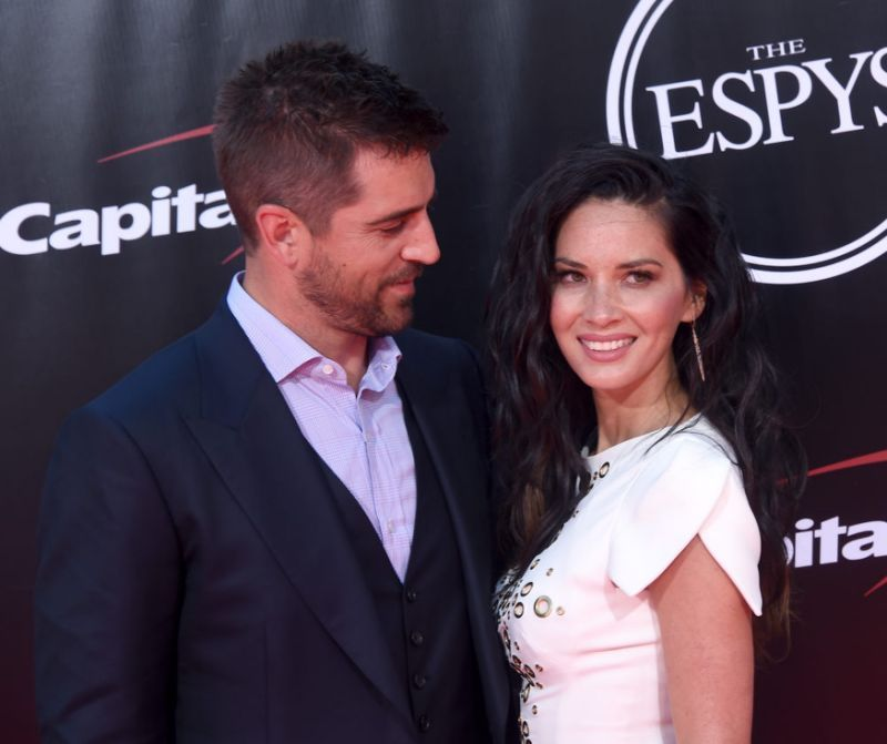 Olivia Munn S Letter Supporting Aaron Rodgers After His Playoff Loss Is Giving Us All Couple Goals Aaron Rodgers Olivia Munn Jordan Rodgers