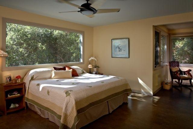 Schafzimmer Großes Fenster Hinter Bett Beige Wandfarbe