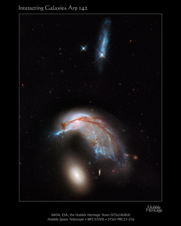 Colliding Galaxy Pair Takes Flight