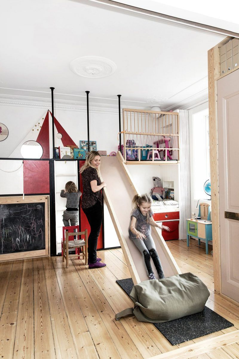 Perfect ... Unit Takes Up The Entire Facing Wall, Concealing Within Itself Not Only  Nooks For The Children To Play In But Also Their Beds, Closet Space For  Clothes ... Idea