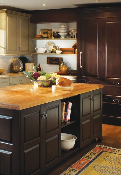 Kitchen butcher block countertop dark cabinets light for Dark wood kitchens with light countertops