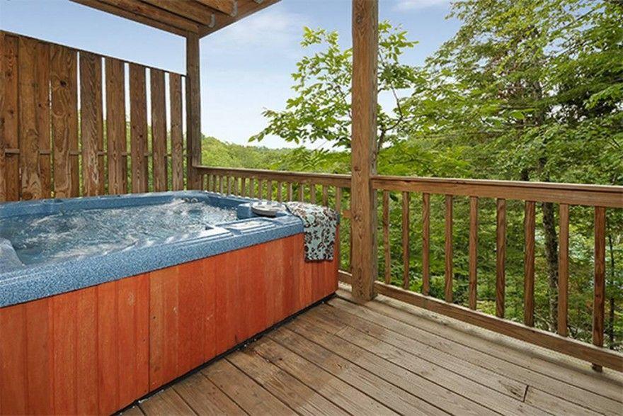 Gatlinburg And Pigeon Forge Cabin Rentals Chalets Gatlinburg Cabin Rentals Hot Tub Outdoor Beautiful Cabins