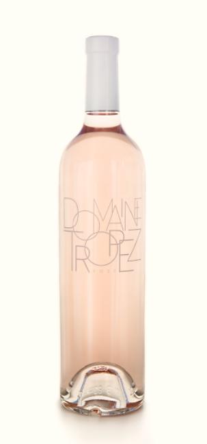 <p>De wijn is licht bleek roze met zalmroze highlights gemaakt van Grenache 60% en Cisault 40%. Een elegante, maar DOMAINE TROPEZ rosé – uitgelichte fotoexpressieve neus van witte perzik, exotische- en citrusvruchten. De smaak is harmonieus en mooi in balans met een grootse finish.</p>