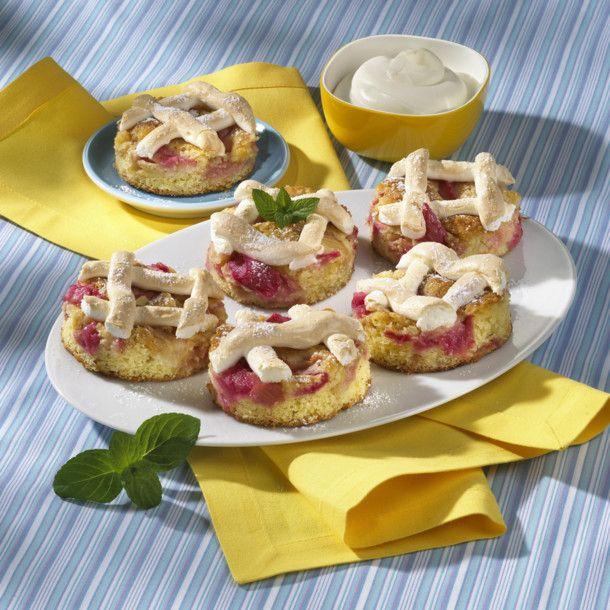 Unser beliebtes Rezept für Rhabarber-Vanille-Baiserblechkuchen und mehr als 55.000 weitere kostenlose Rezepte auf LECKER.de.