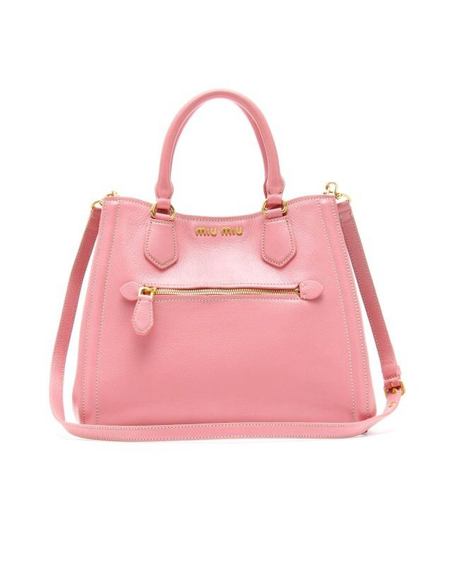 d3d1845e6 The glossy pink bag looks absolutely beautiful Guantes, Cosas Para Comprar,  Carteras, Estilo