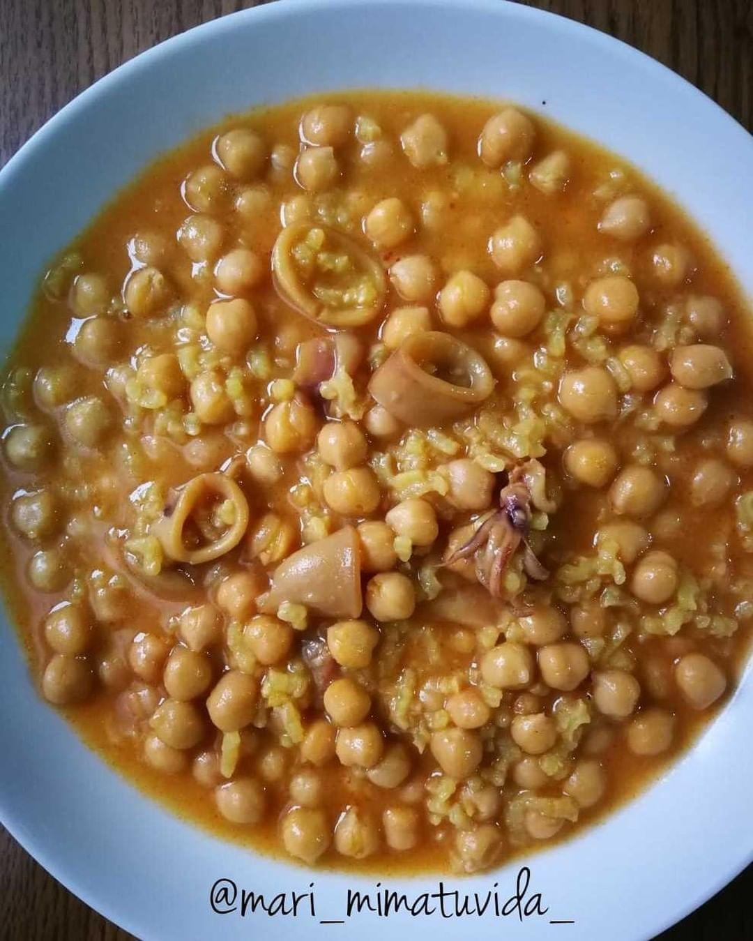 Realfooding On Instagram Guiso De Garbanzos Ingredientes Un Bote De Garbanzos Cocidos Chipirones Troceados Un Puñad Garbanzos Guisos Comida