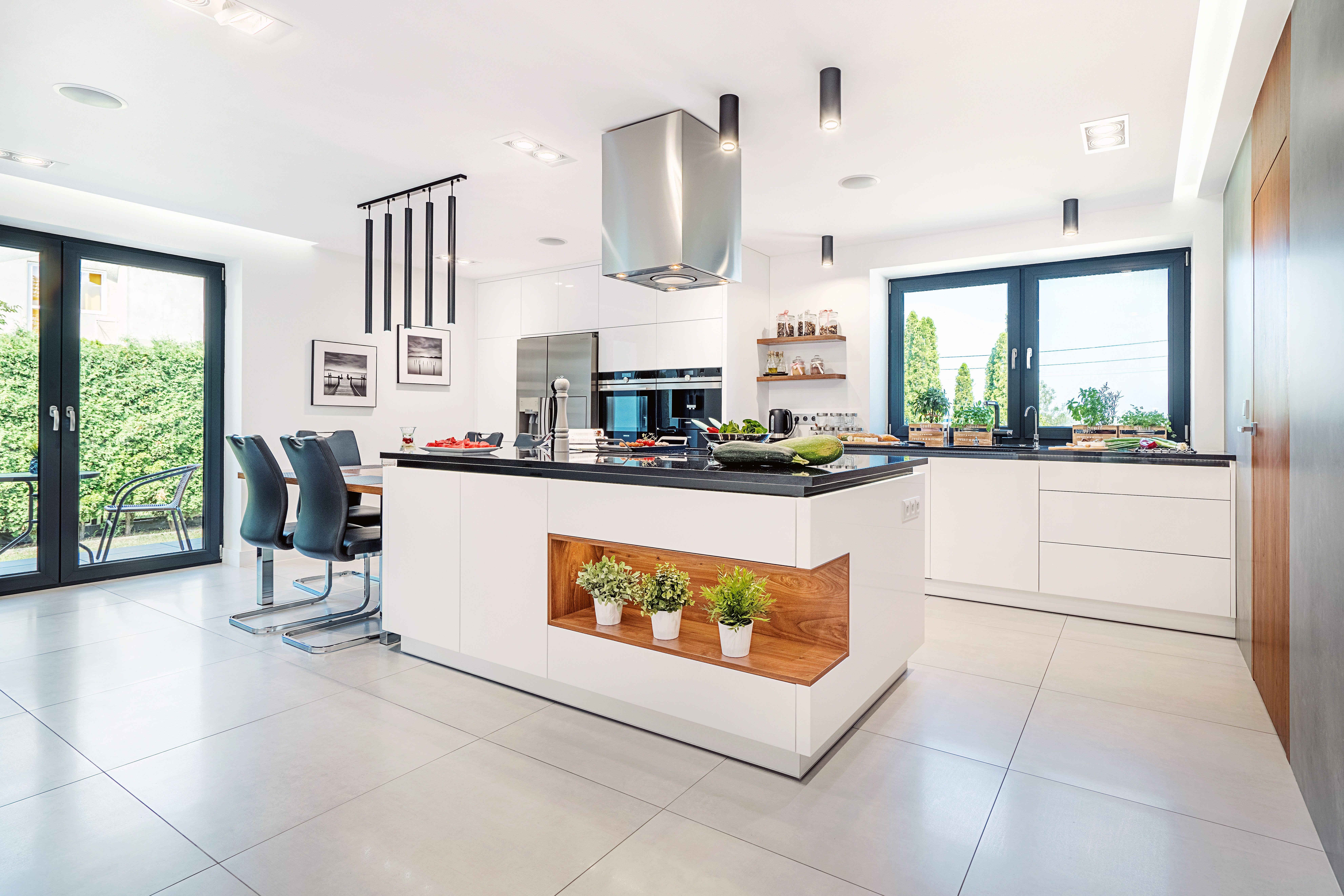 Do Jednych Z Bardzo Modnych Rozwiazan W Kuchni Jest Zaaranzowanie Wyspy Na Srodku Pomieszczenia Bialakuchnia Jasnakuchnia Przestrze Kitchen Home Home Decor