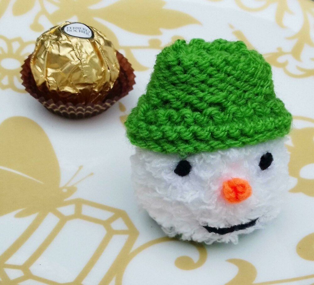Mini Snowman - Chocolate Cover Knitting pattern by Needles & Pins in 2020 (With images ...