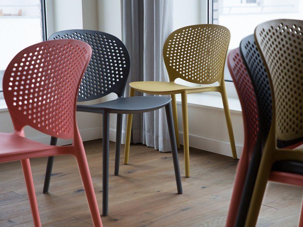 Antracitová perforovaná jídelní židle HOLMDEL_674743