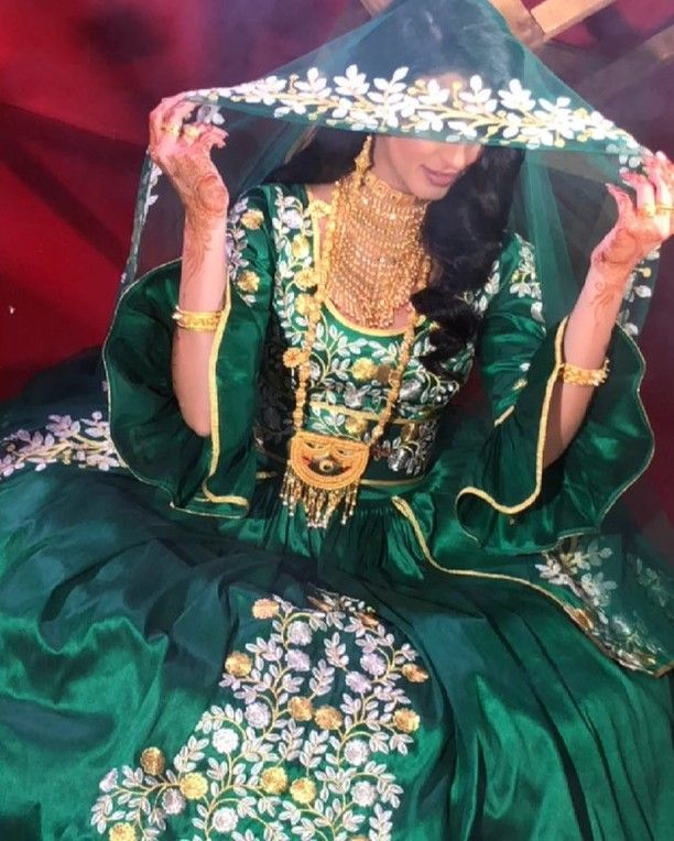 127 Best Arab Traditional Dress Images In 2020 Traditional Dresses Traditional Outfits Traditional