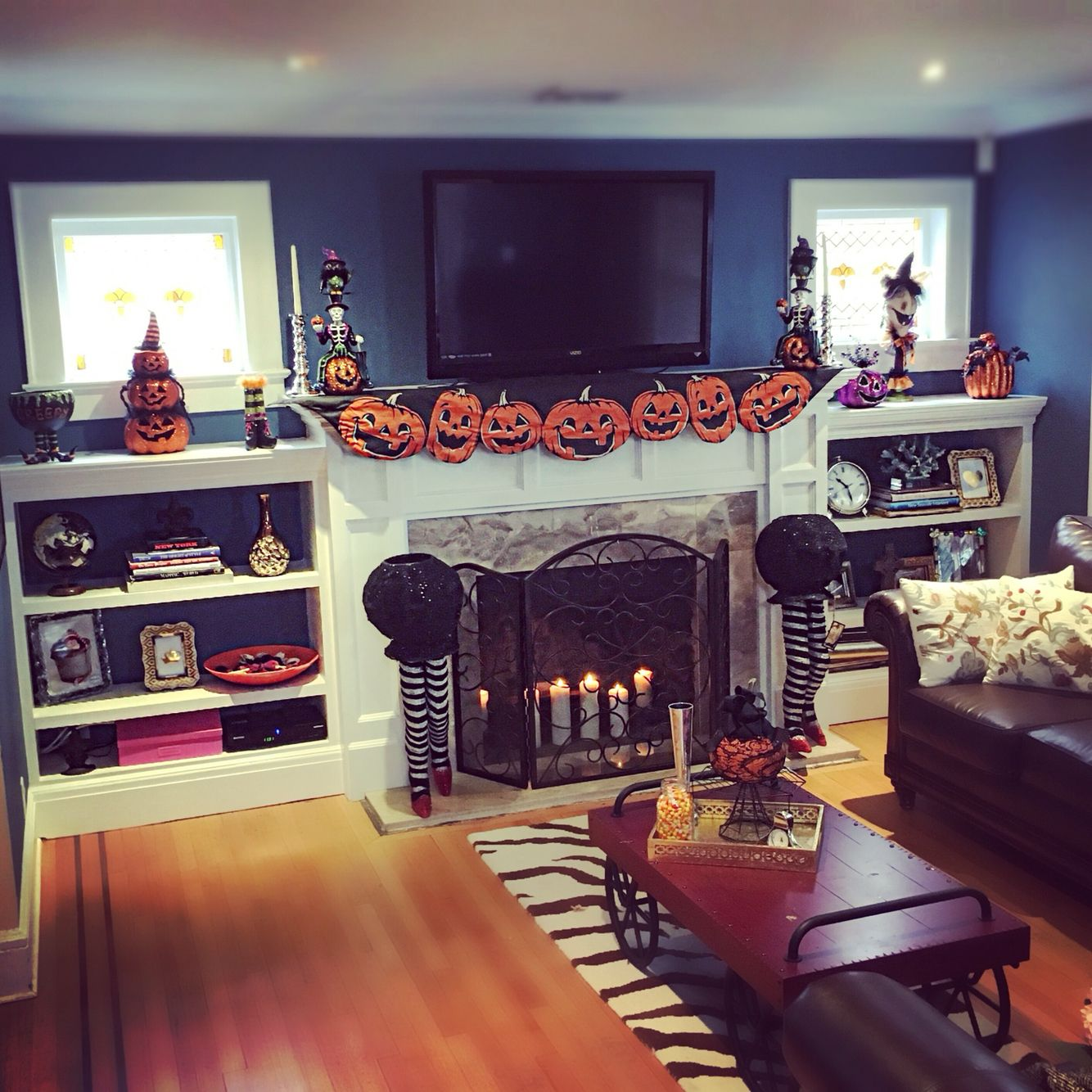 I think the living room is ready for Halloween. On to the kitchen!