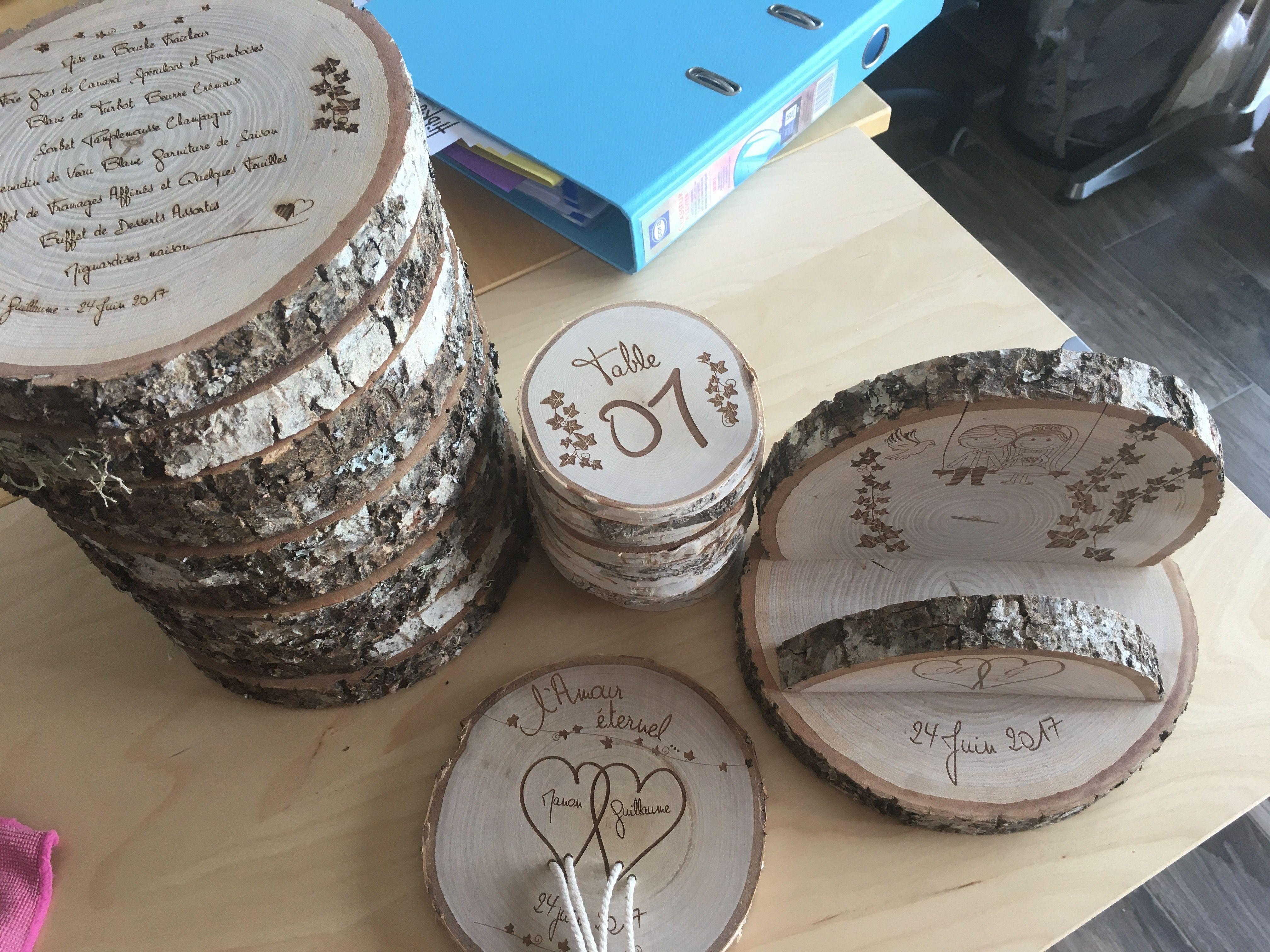 Pensez rondins de bois gravé pour un mariage champêtre ,) Menu,  Numérotation de