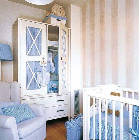 Dormitorio para el beb en tonos neutros y toques de azul - Armarios para bebe ...