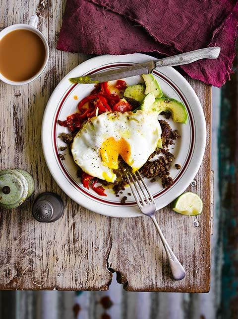 Refried lentils with fried eggs