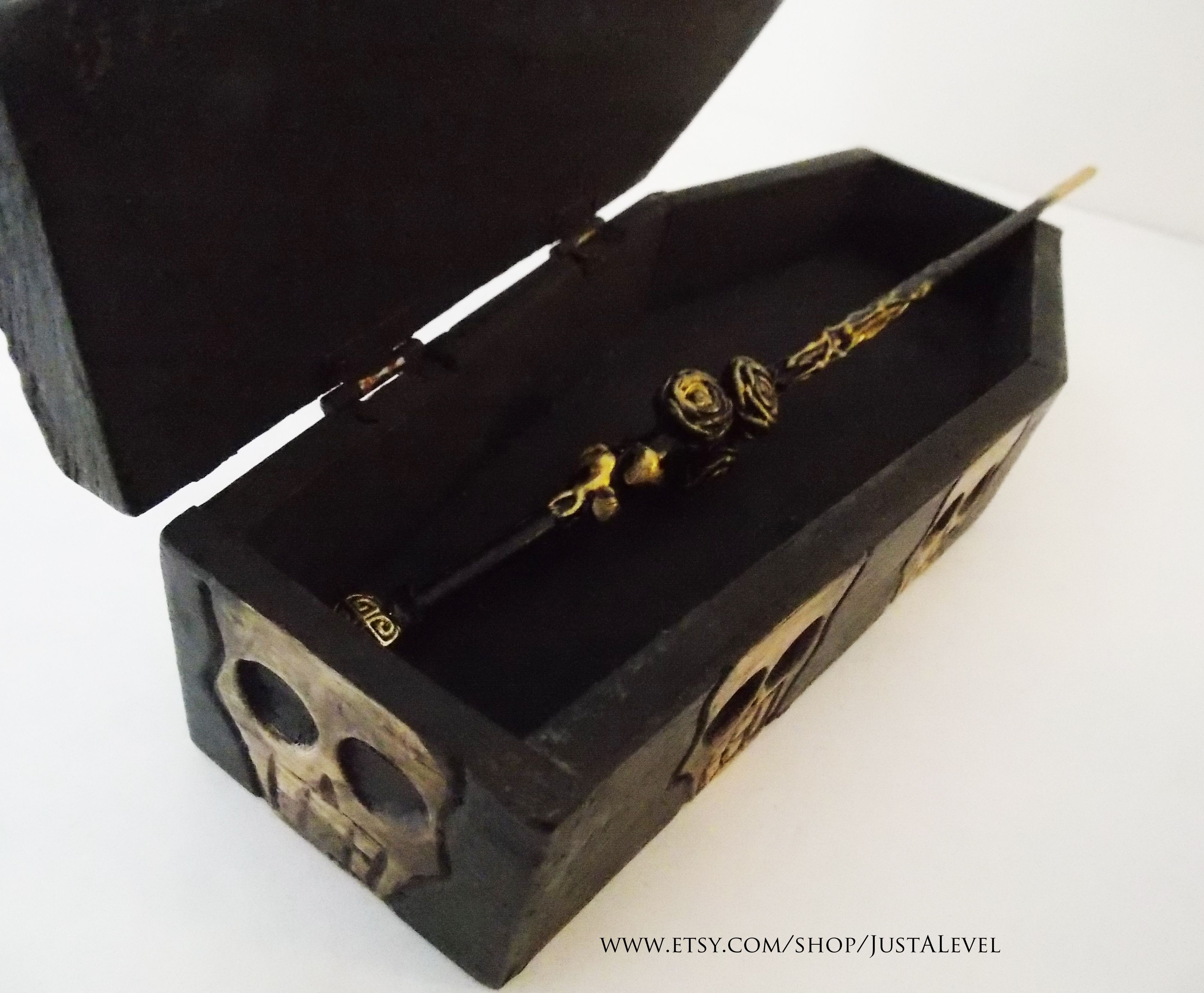 Gothic Gold Rose Wand