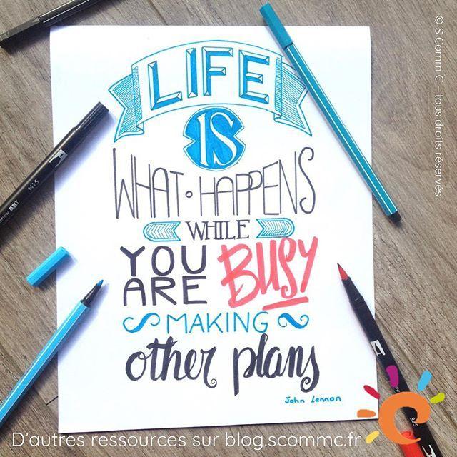 """""""Life is what happens while you are busy making other plans"""" - John Lennon """"La vie, c'est ce qui arrive quand vous êtes occupé à faire d'autres projets."""" - John Lennon  Une chouette citation qui traduit bien ce que je pense de la vie : quelque chose d'imprévisible qui nous tombe dessus tout le temps :-) . . . Hand lettering inspiré d'une trouvaille sur Internet :-) #citation #inspiration #citationinspirante @stabilofrance #stabilo #tombow @tombow_uk #handlettering"""
