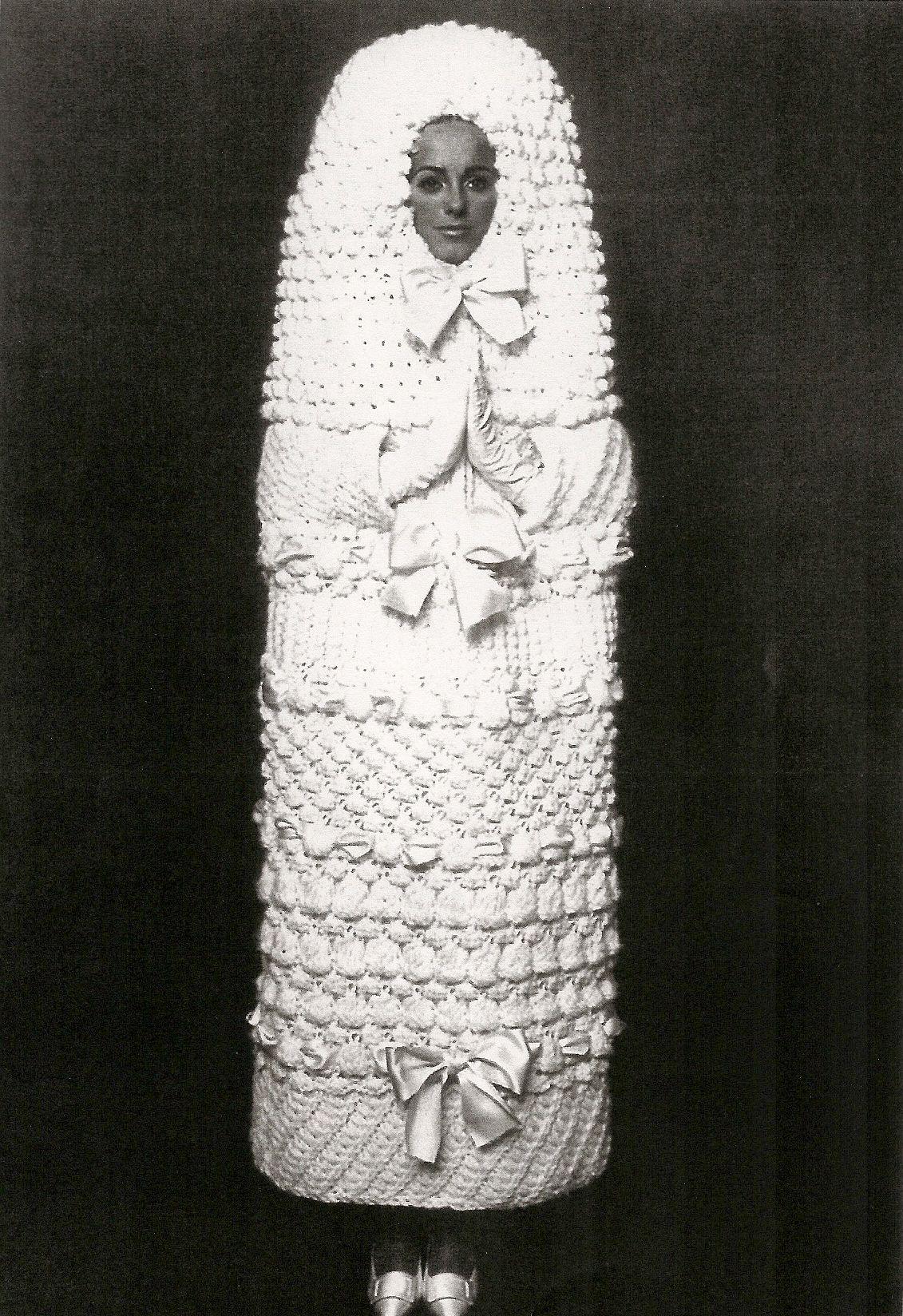 Yves Saint Laurent Robe De Mariee Cocon Laine Et Rubans