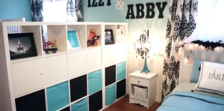 How One Mom Divided 1 Room Into 2 Bedrooms For Her Daughters Without Building A Wall Room Divider Ideas Bedroom Kids Room Divider Kids Shared Bedroom