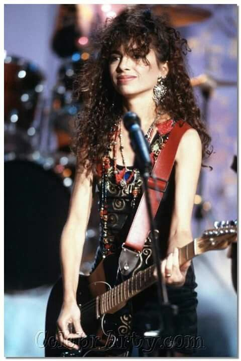 Susanna Hoffs of the Bangles- I LOVE her beautiful voice