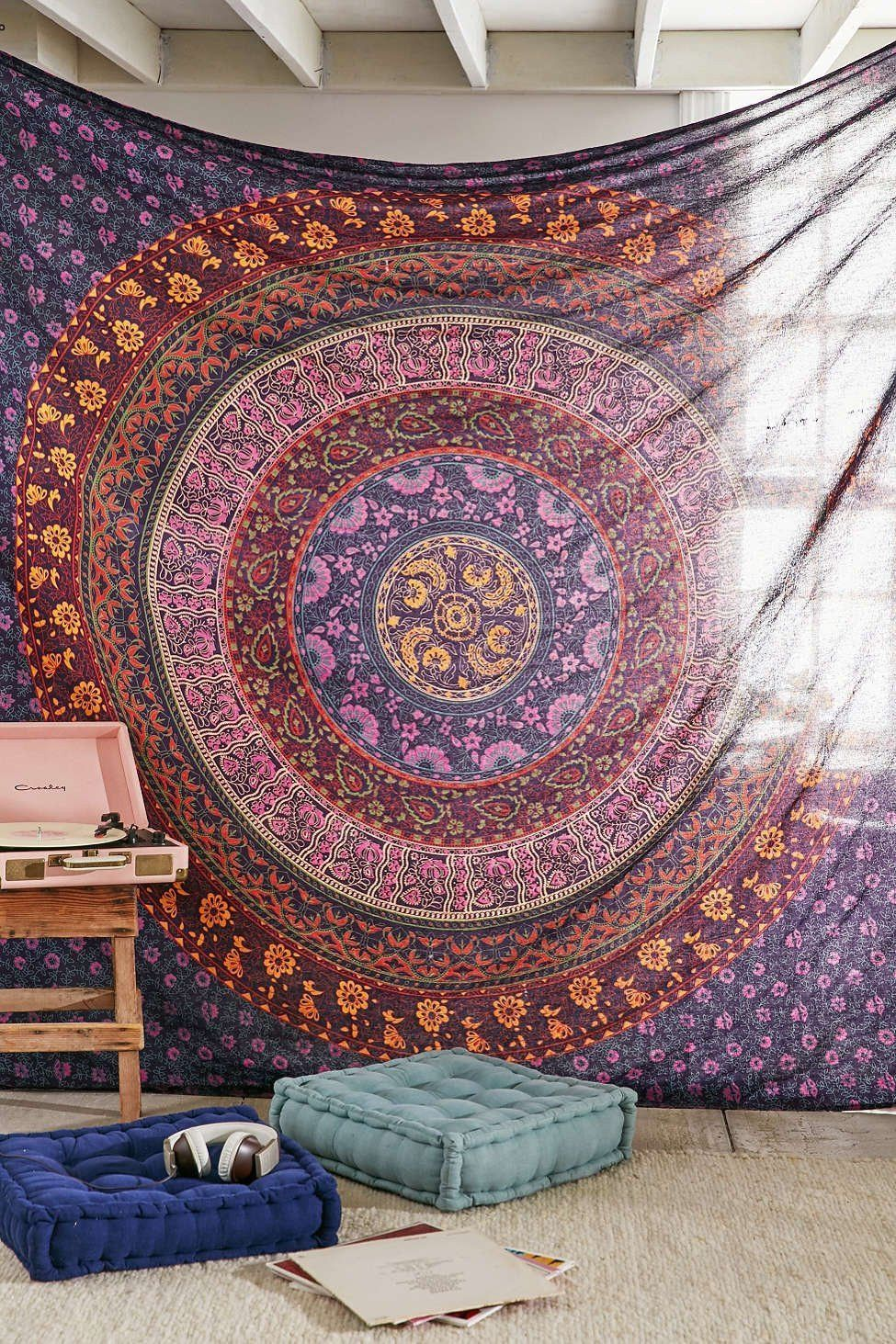 Mesmerizing medallion tapestry crafted in soft woven