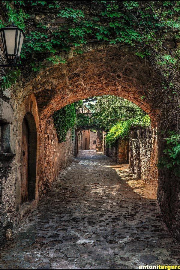 Estos son los 10 lugares que tienes que visitar en Barcelona. Estas son las mejores atracciones que tienes que conocer en Barcelona.