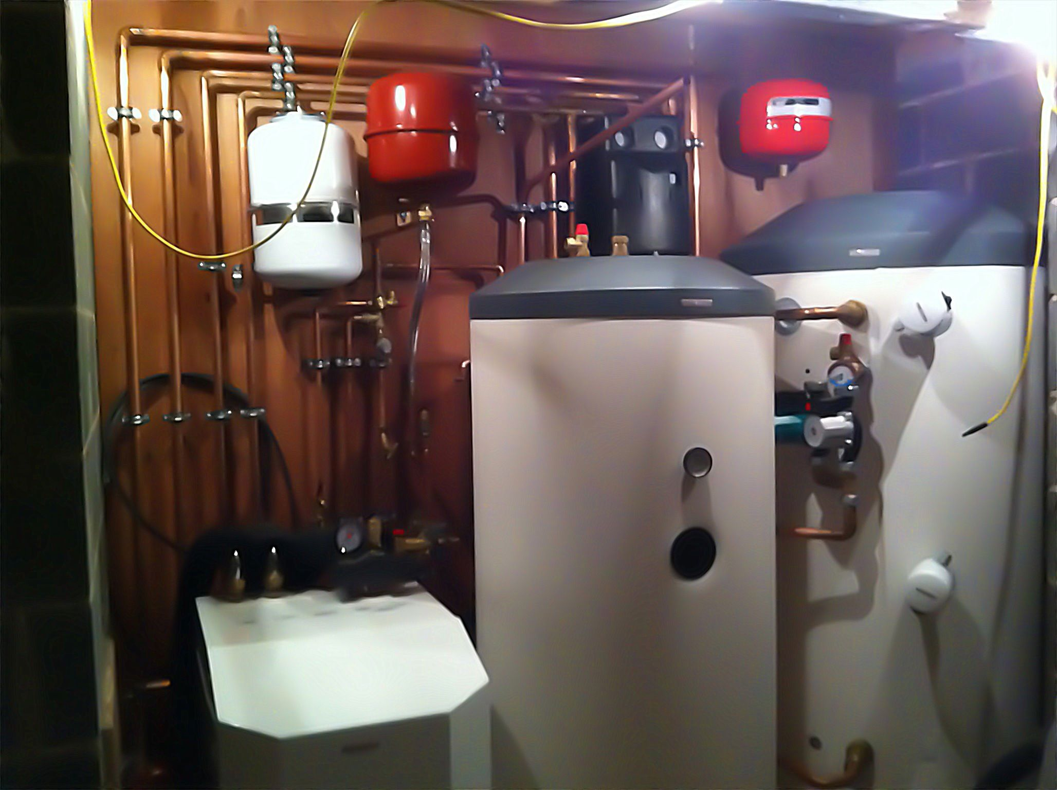 Heated Water Pump Ground Source Heating Plant Room 17kw Heat Pump 500ltr Hot Water