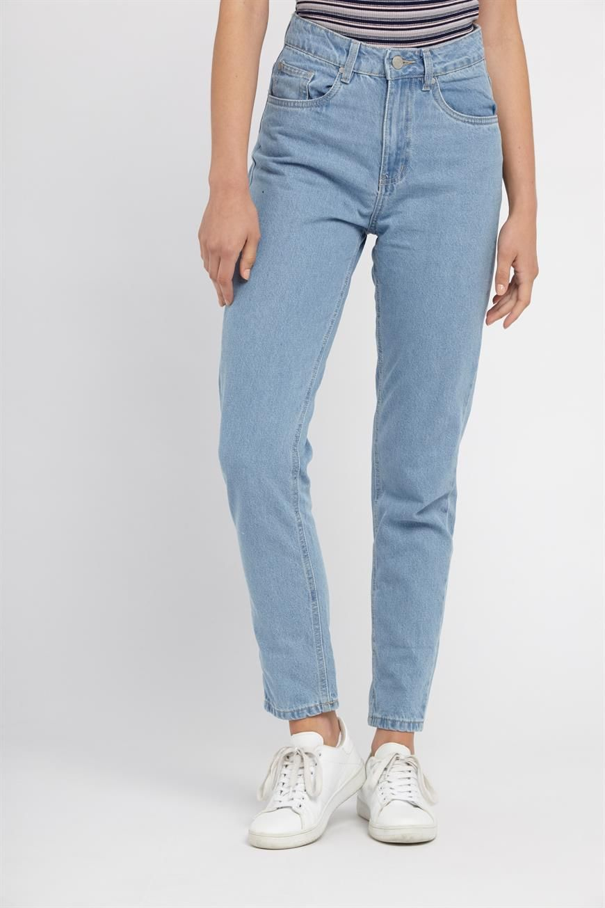 p Update your denim with 90 s inspired mom jeans. br    Flattering high  waist with a straight, relaxed leg br    that tapers in at the ankle. bd2d64d93e7e