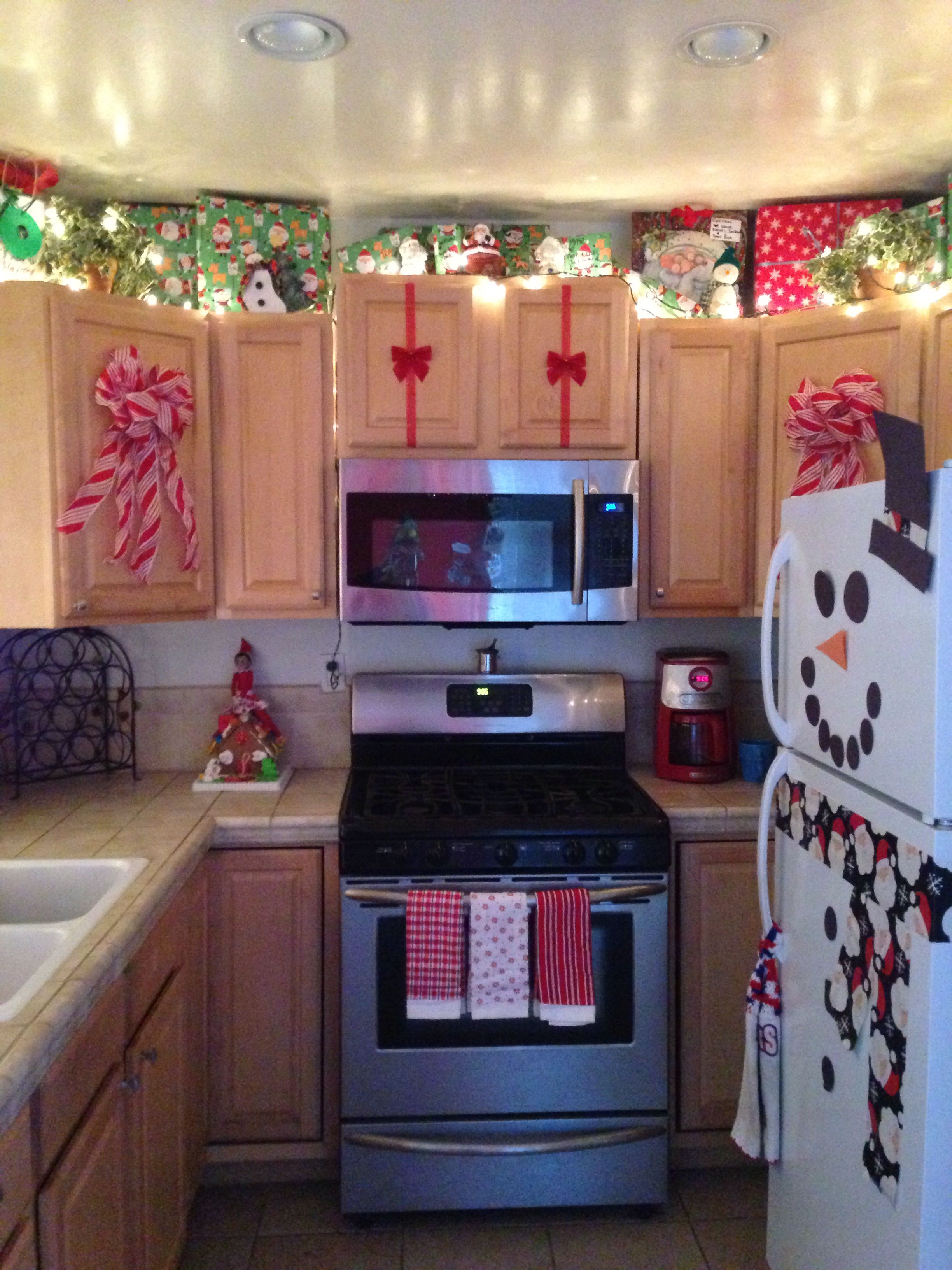 christmas kitchen christmas kitchen decor christmas decor diy christmas apartment on kitchen cabinets xmas decor id=90814