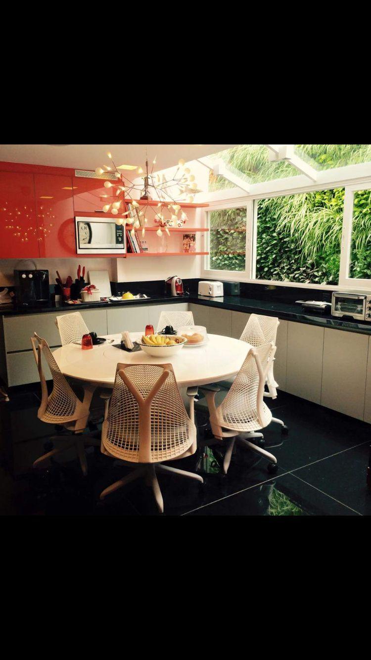 Amazing kitchen... Herman Miller Chair... By Jairo De Sender