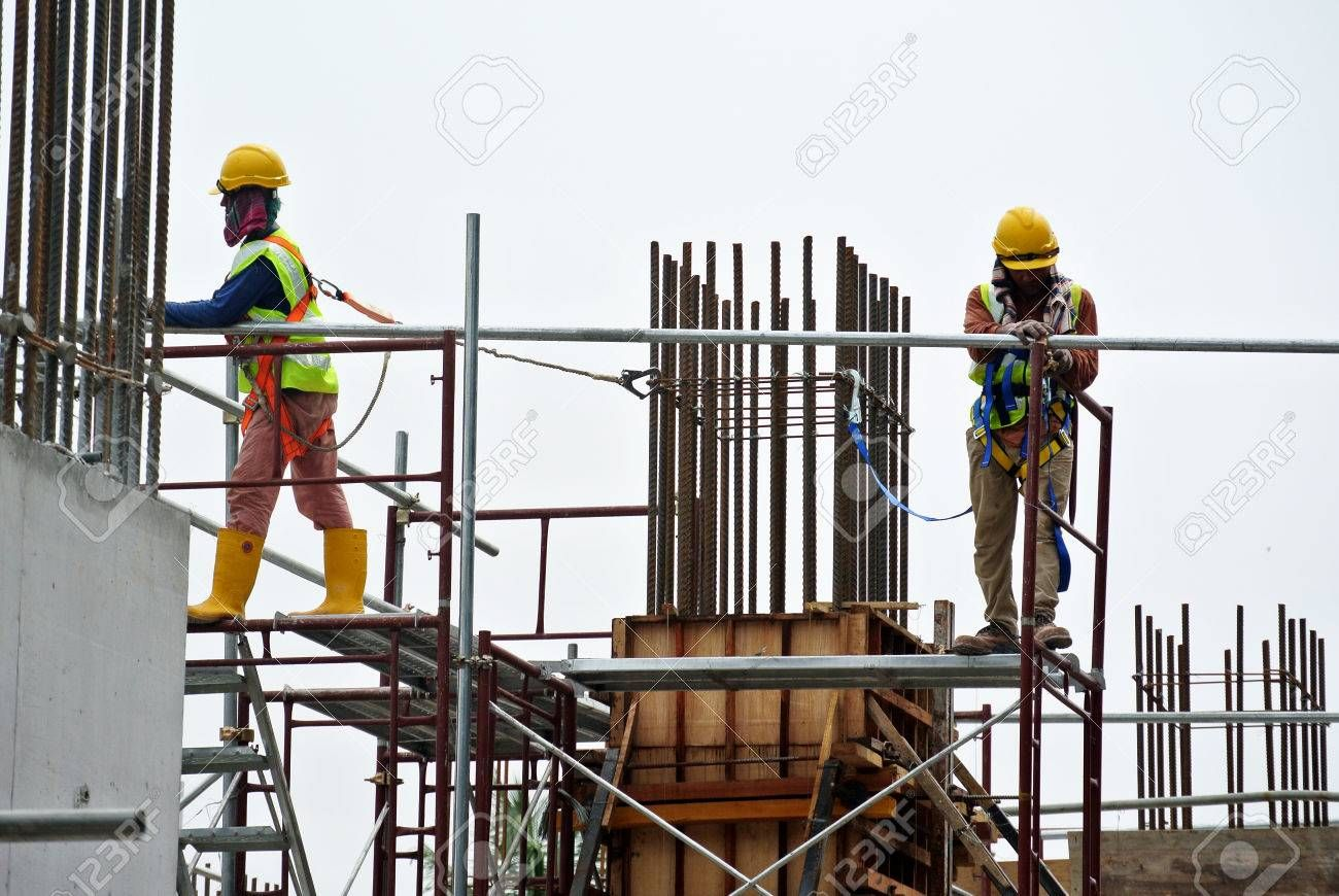 Selangor Malaysia April 05 2016 Construction Workers Wearing Safety Harness And Installing Scaffolding At Hi Construction Worker Selangor Construction Site