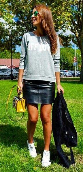 ac2e9c9b3 Cuero&sport | looks con zapatillas | Mini falda cuero, Faldas con ...