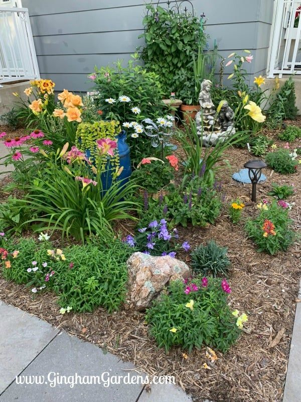 Flower Garden Ideas For Small Spaces Gingham Gardens Small Flower Gardens Outdoor Flowers Garden Ideas Small Space Gardening
