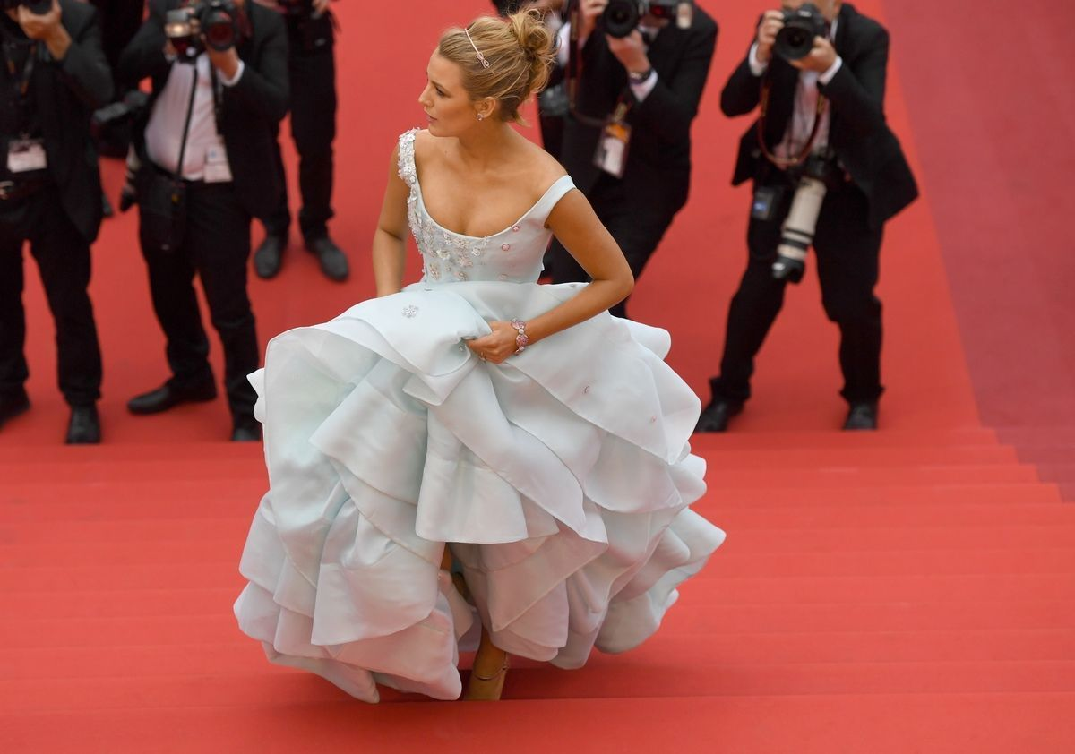 Blake Lively climbed the steps in Cinderella # blake #cinderella #les #lively #marches #monte#blake#blake #cinderella #climbed #les #lively #marches #monteblake #steps