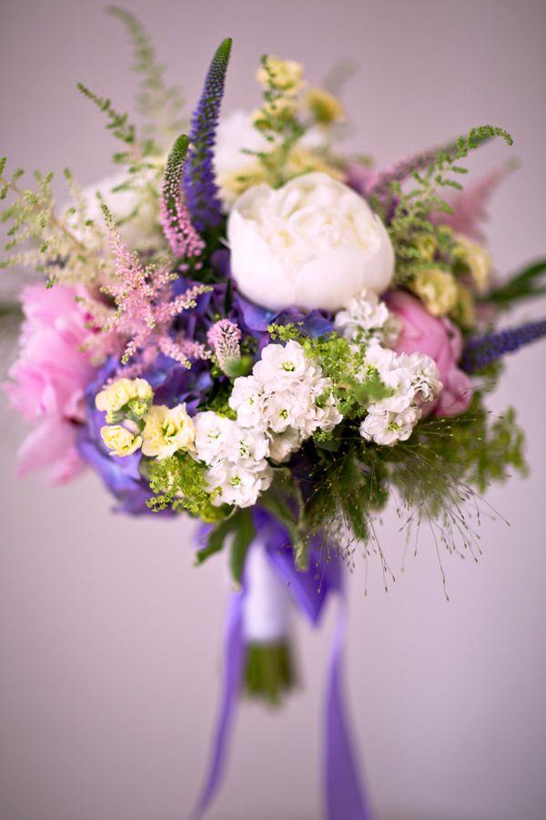 97f9a9a909 svadobná kytica z bielych pivoniek - Hľadať Googlom Svadobné Kytice