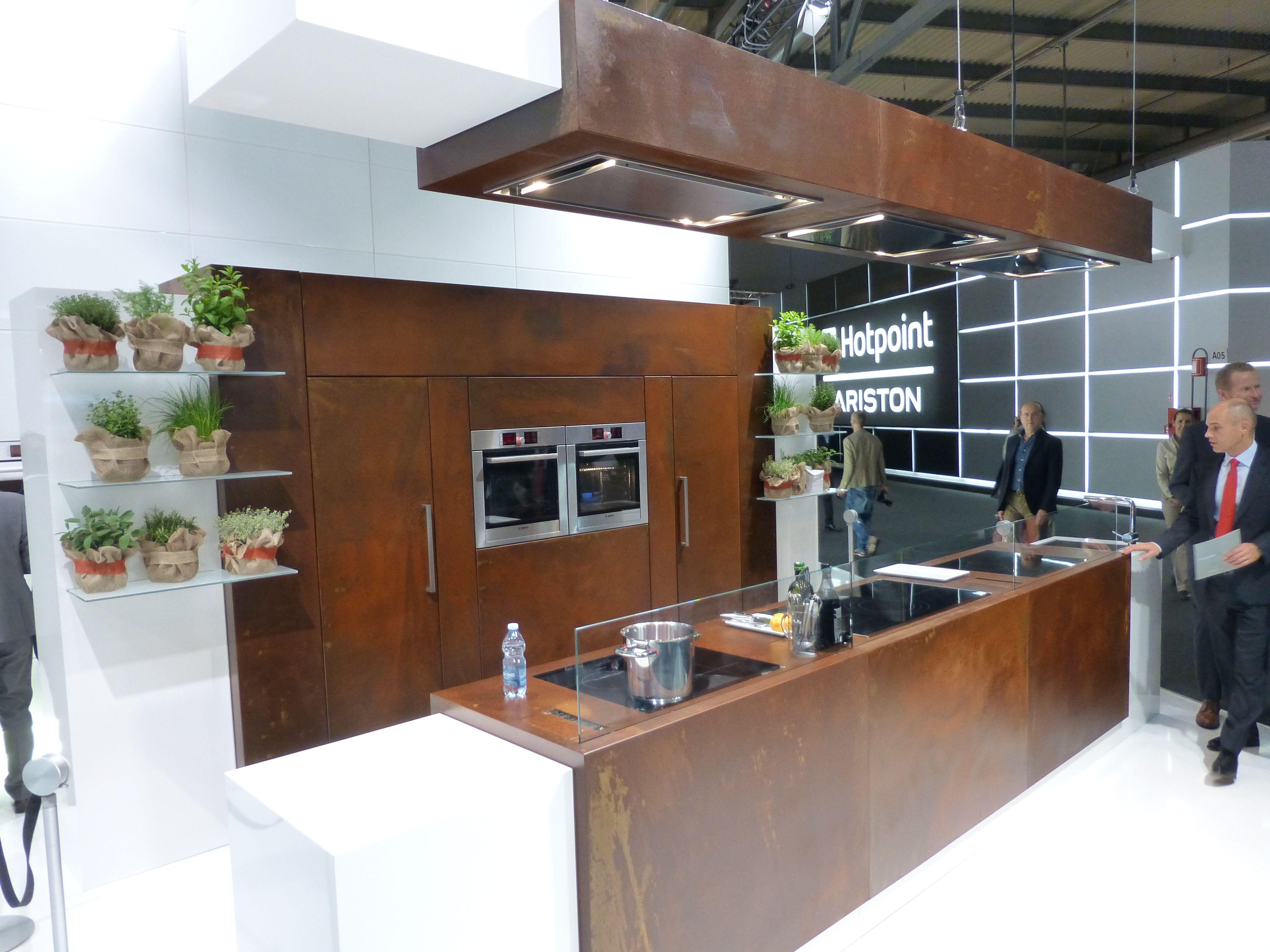 Een complete keuken opgetrokken uit Corten / A complete kitchen made ...