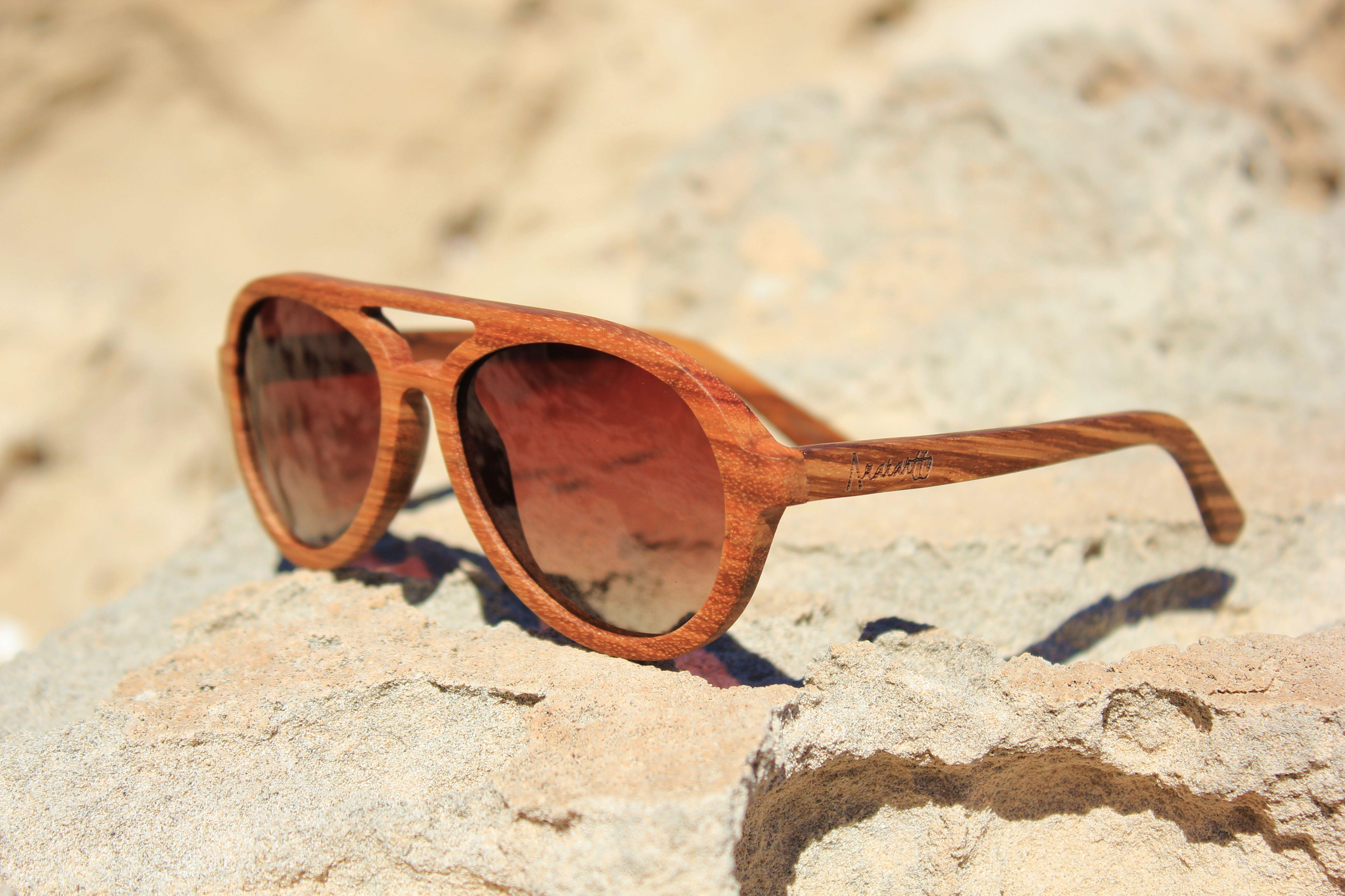 5295f50bf5 Amarantto - Modelo Okra - Gafas de sol unisex, con montura de madera  realizadas a mano. Lentes GRADIENT BROWN polarizadas y con protección  UV400. Precio: ...