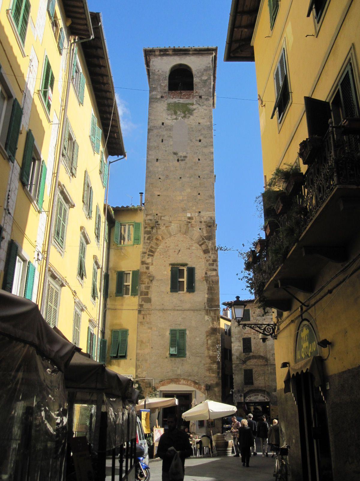 woning met middeleeuwse toren in centrum van Pisa