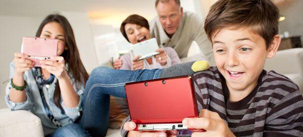 Este ano, a Nintendo 3DS XL é a prenda de Natal favorita para todos aqueles que gostam de jogar em qualquer lugar, os quais têm agora um incentivo extra para adquirir a mais recente consola portátil da Nintendo.