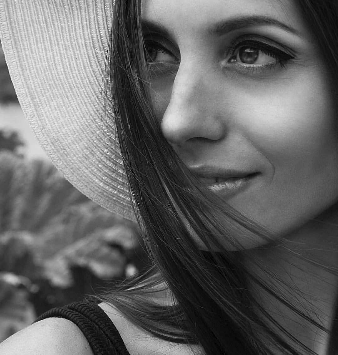 K a t e🗝F i l i p p o v a в Instagram: «Das Foto ist so sommerlich für mich, trotzdem ist das in schwarz-weiß ☀️ #münchen #photographer #deutschland #photo #portrait #schwarzweissfotografie #blackwhitephotography #bw #blackandwhitephoto»