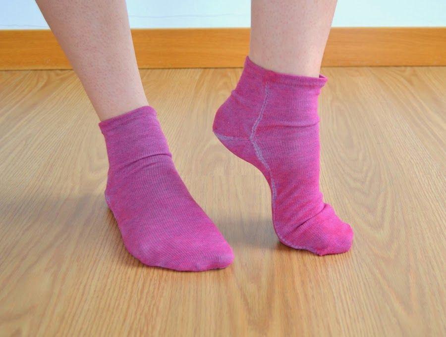 Reciclaje: Haz tus propios calcetines sin tejer, reciclando una prenda de punto