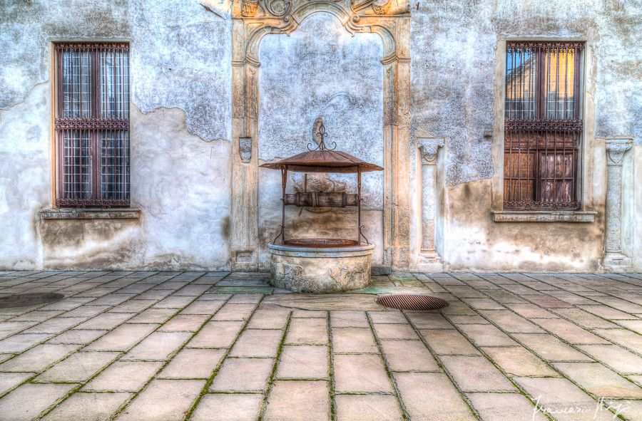 Old memories in the well by Francesco Stingi on 500px