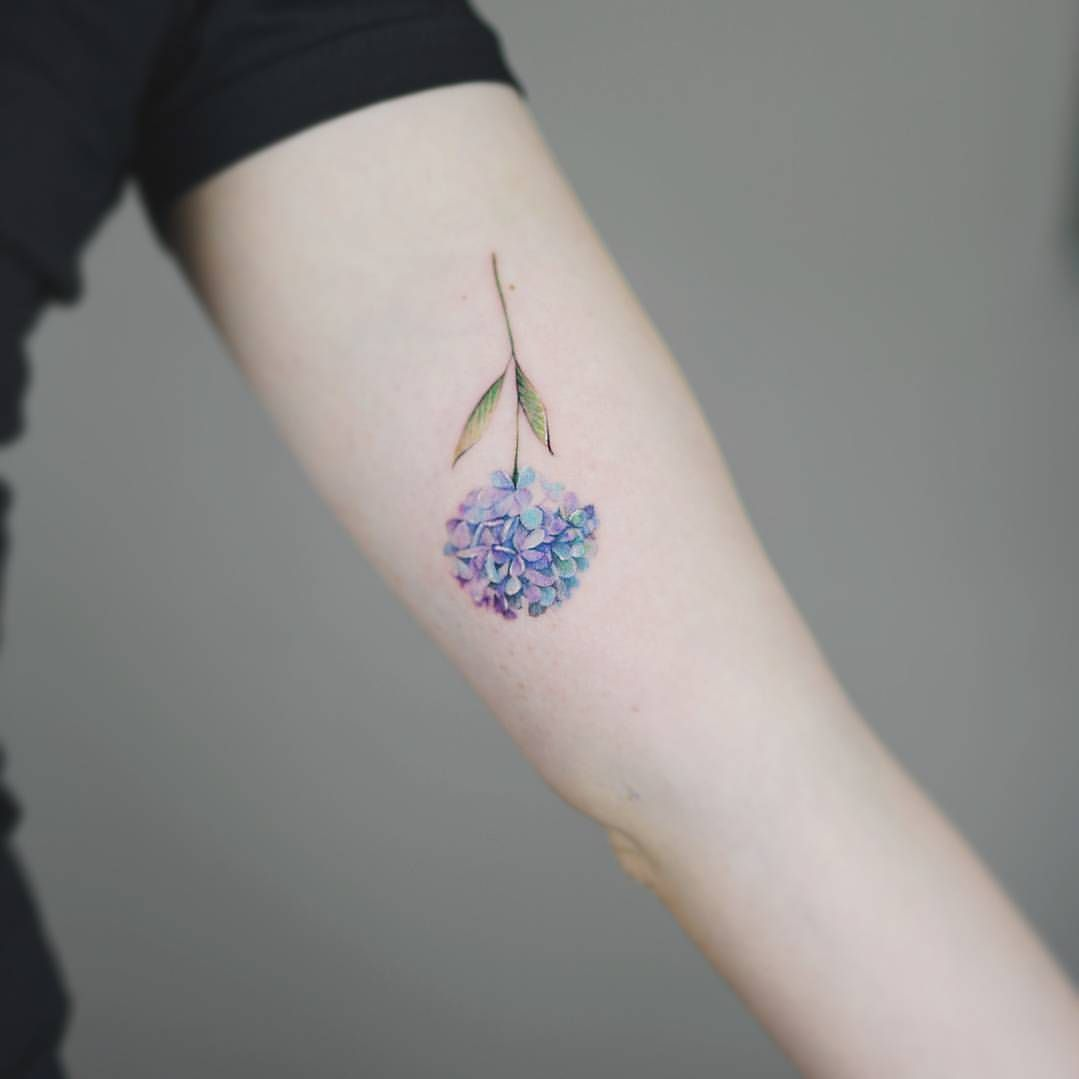 Hydrangea Tattoo By Nandotattooer Hydrangea Tattoo Minimalist Tattoo Lilac Tattoo