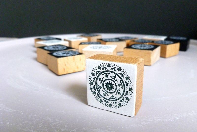 magneet met ornament van houten speelblokje www.villavica.nl