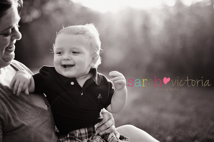 little boy first birthday cake smash Friendswood, Tx photography Sarah Victoria Photography