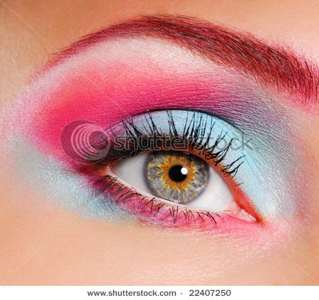 Pin By Juliette Martin On Eyes Dramatic Eye Makeup Bright Eye