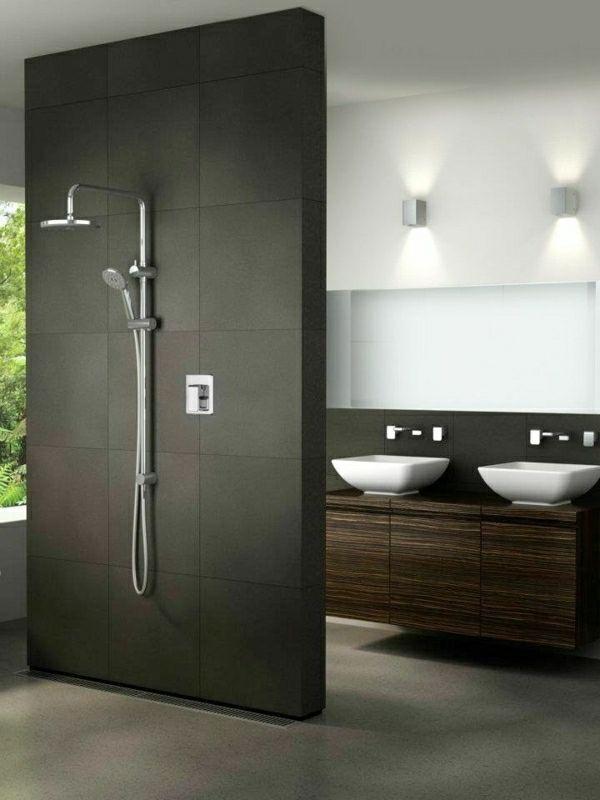 schwarze duschabtrennung im kleinen bad mit dusche - 21 ...