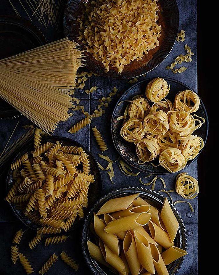 """""""Si hay variedad mucho mejor, hoy la pasta sobre la mesa y dejo que tú decidas #pasta #pastalover #onthetable"""""""
