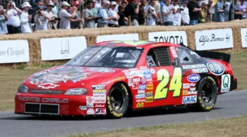 8 1997 Jeff Gordon S Hendrick Motorsports Dupont T Rex Monte Carlo Chevrolet It Wore A Jurassic Park Paint In 2020 Race Cars Nascar Race Cars Nascar Cars