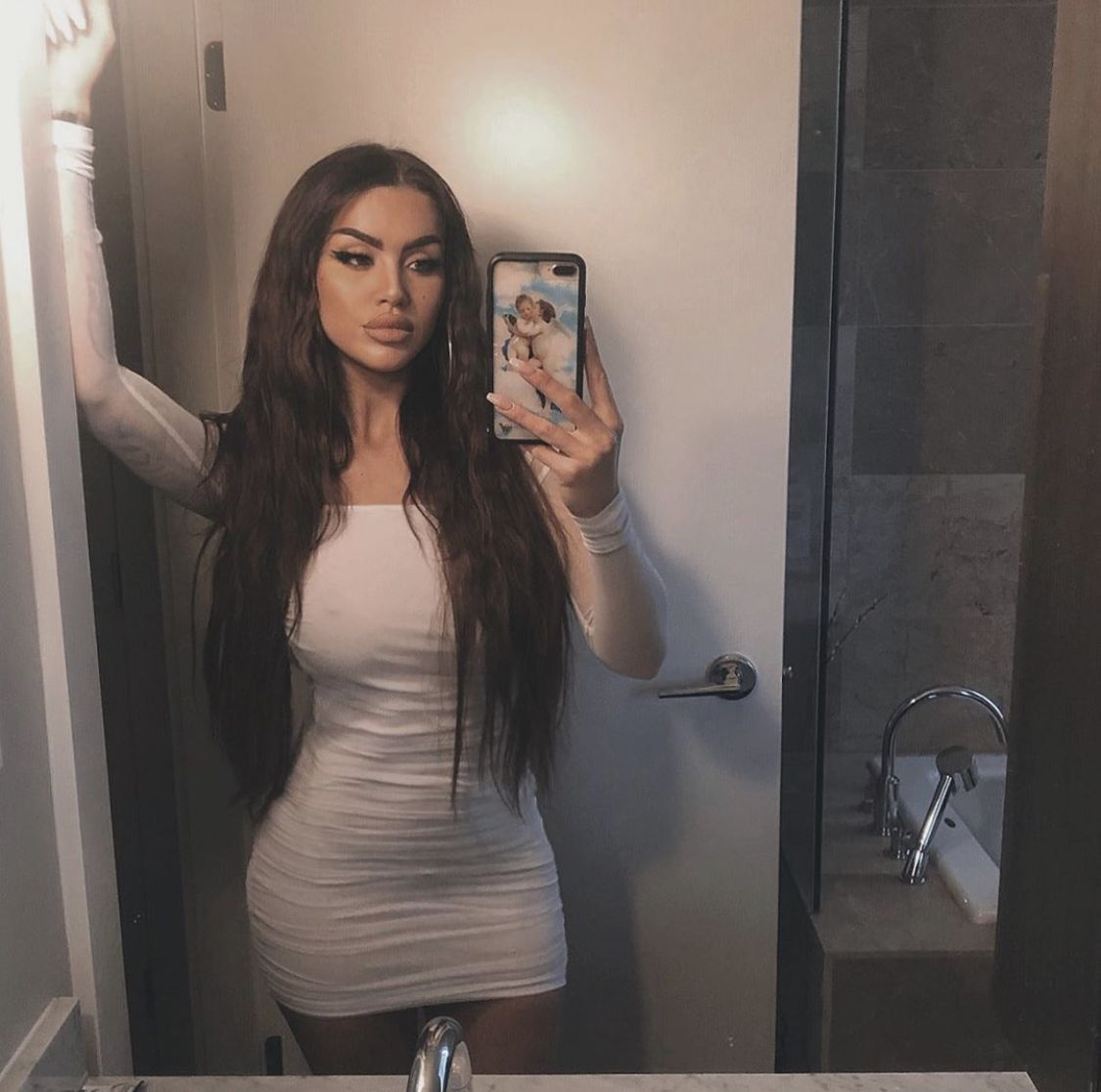 Hot girl in the mirror